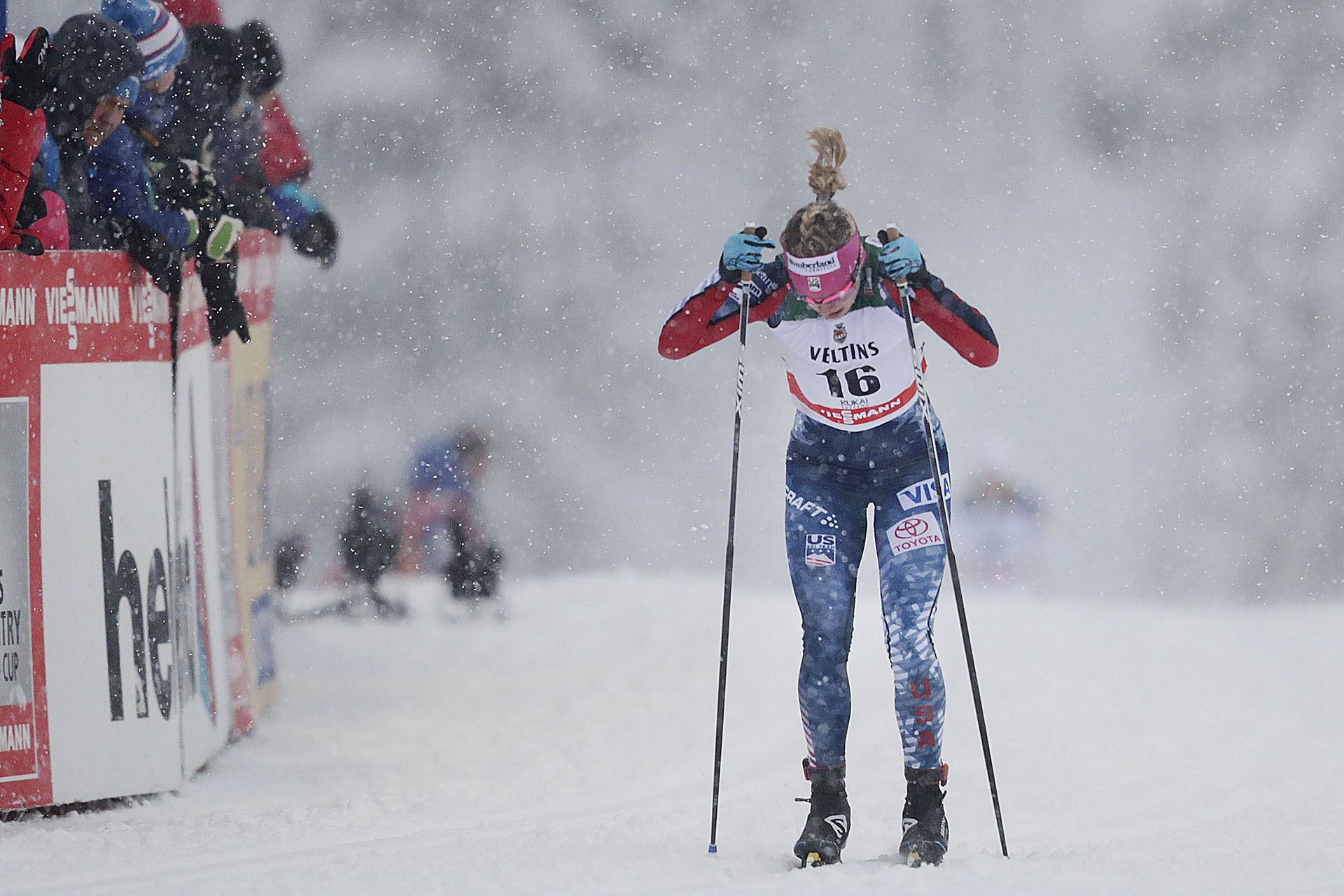 Jessie Diggins double poles to a top 10 in Ruka.